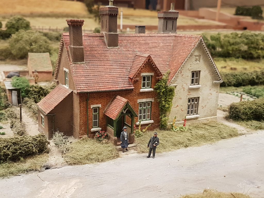 Model house and people at Pendon Museum
