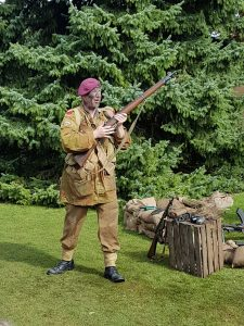 Paratroopers demo talk at Hughendon Manor 1940s weekend 2017