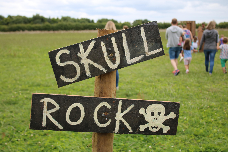 Skull rock sign post