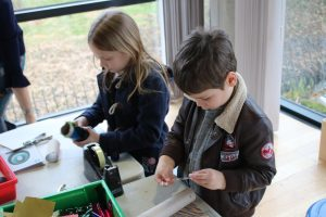 kids creating junk craft