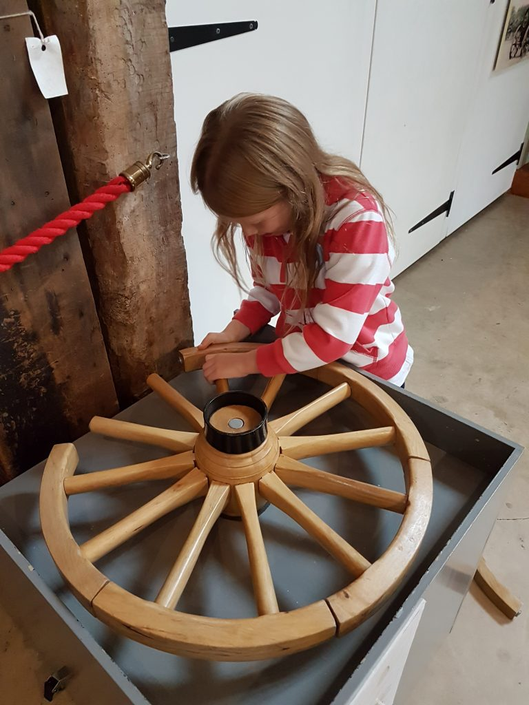 lois building a wheel