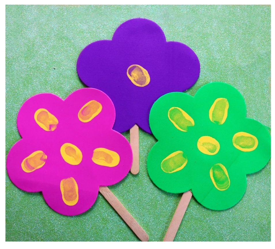 thumbprint flowers for Mother's Day crafts